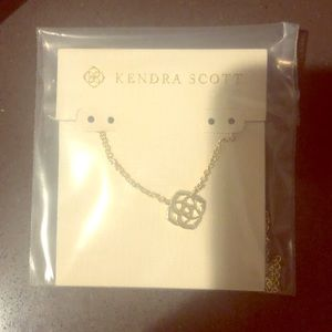 Kendra Scott Decklyn Necklace in gold